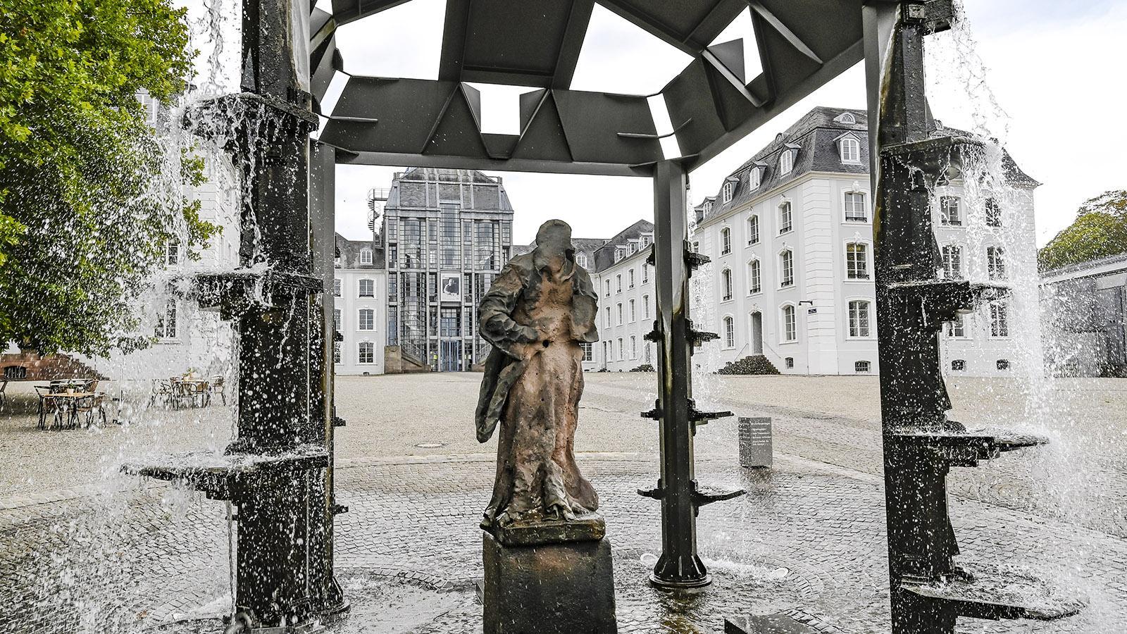Der Ehrenhof des Schlosses zu Saarbrücken mit seinem Brunnen. Foto: Hilke Maunder