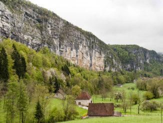 Markant: das Bergmassiv der Chartreuse. Foto: Hilke Maunder