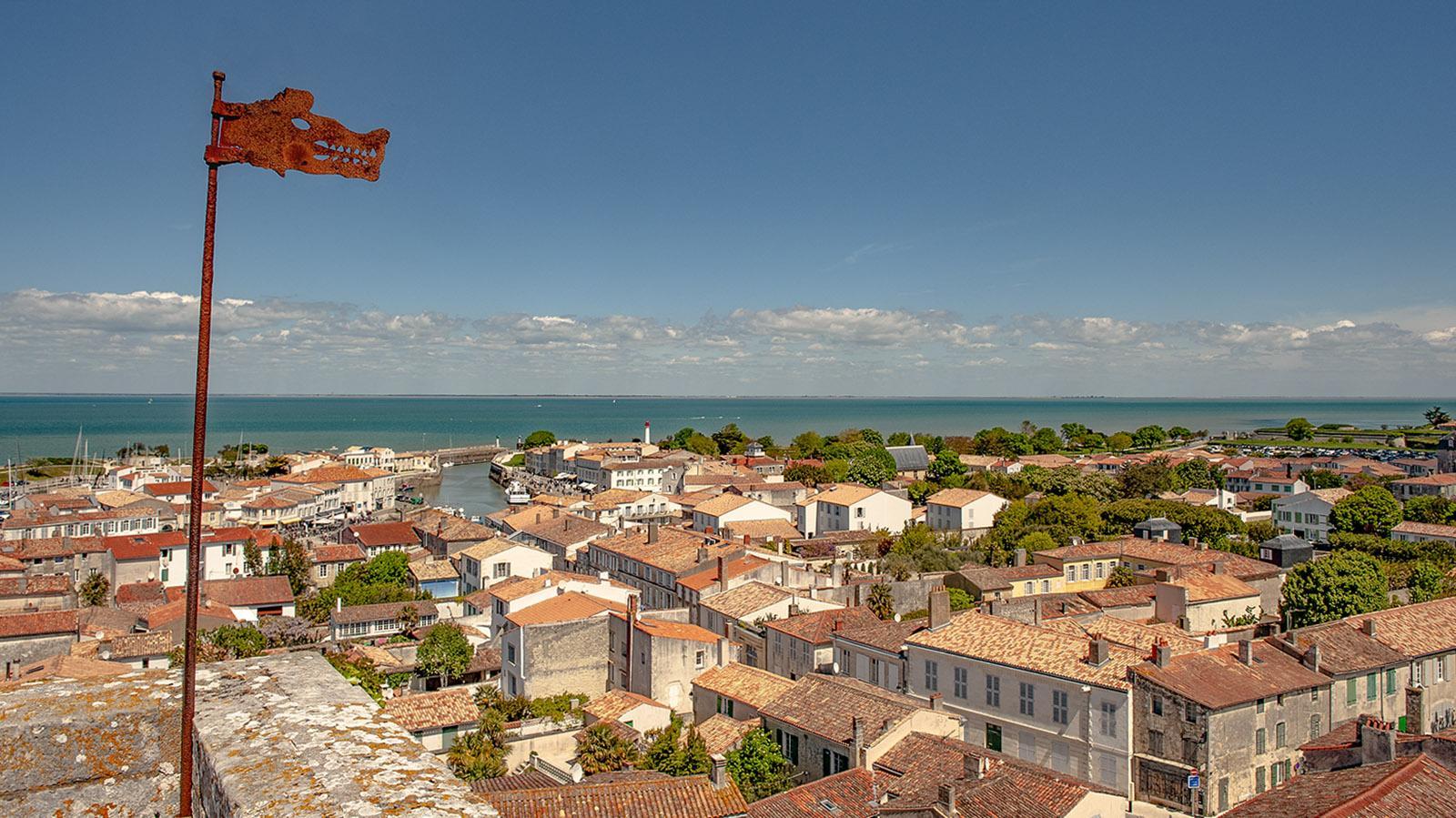 Île de R: Kirchturmblick auf Sainte-Marie-de-Ré. Foto: Hilke Maunder