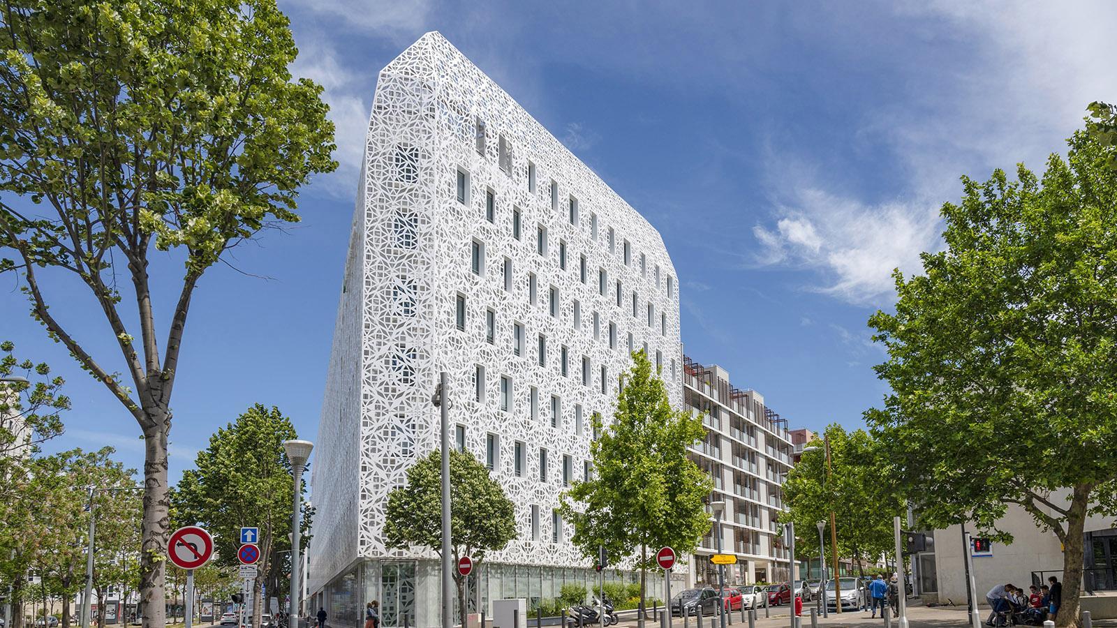 Das Corail-Gebäude von BNP Paribas am Boulevard de Dunkerque birgt Büros und Wohnungen mit hohem Umweltstandard. Foto: Hilke Maunder
