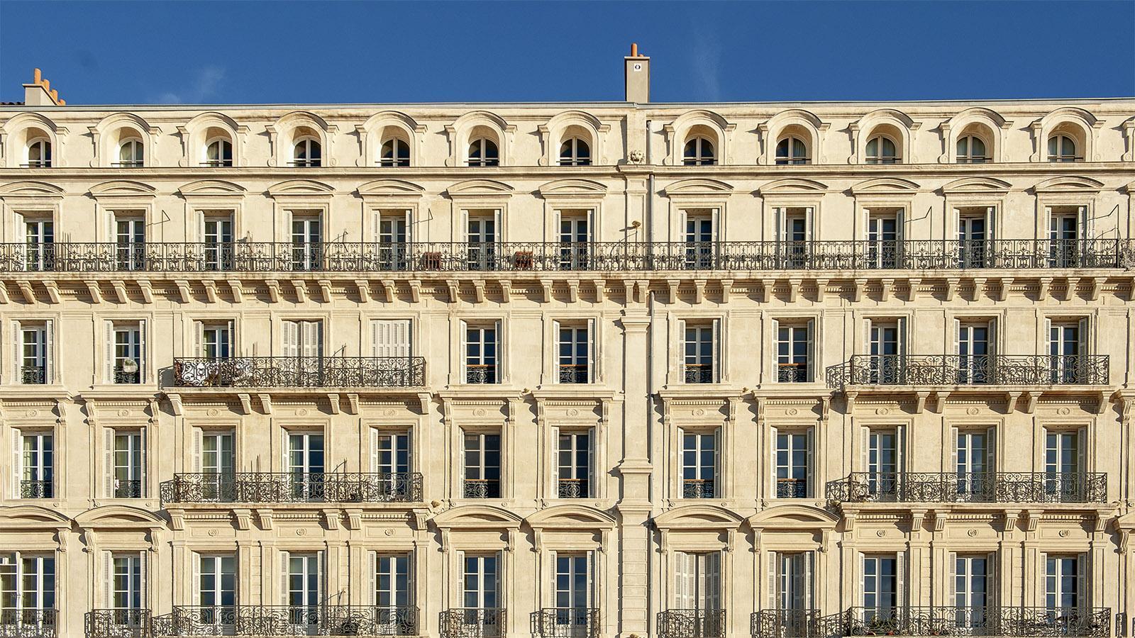Marseille: Typische Marseiller Wohnbebauung in La Joliette – frisch gesandstrahlt. Foto: Hilke Maunder