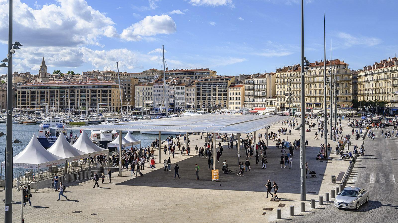 Marseille: Das Spiegeldach von Lord Norman Foster am Vieux-Port. Foto: Hilke Maunder