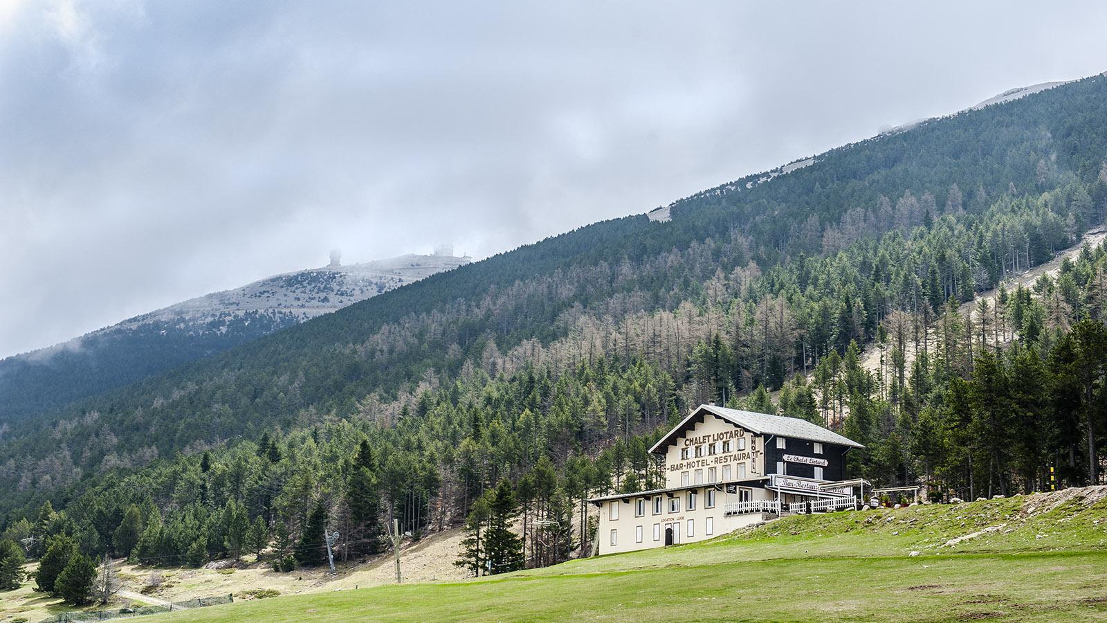 Ein Berggasthof unterhalb des Gipfels des Mont Ventoux. Foto: Hilke Maunder