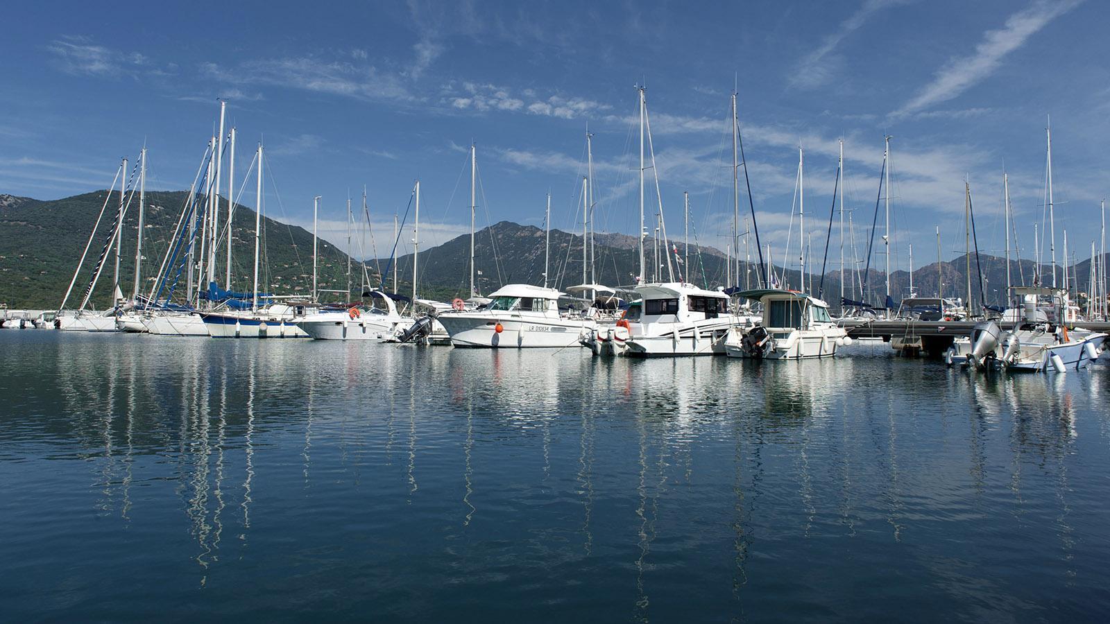Propriano –einer der beliebtesten Segel-Häfen von Korsika. Foto: Hilke Maunder