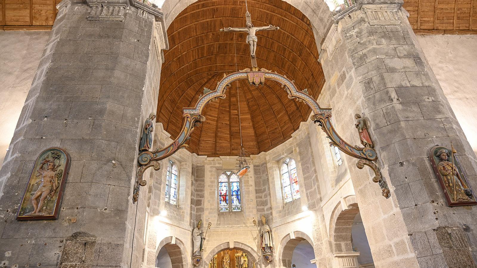 Cotentin, Barfleur: Der Lettner der Pfarrkirche. Foto: Hilke Maunder