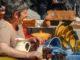 Bunte Keramik – sie gehört auch zu vielen Wochenmärkten dazu. Foto: Hilke Maunder