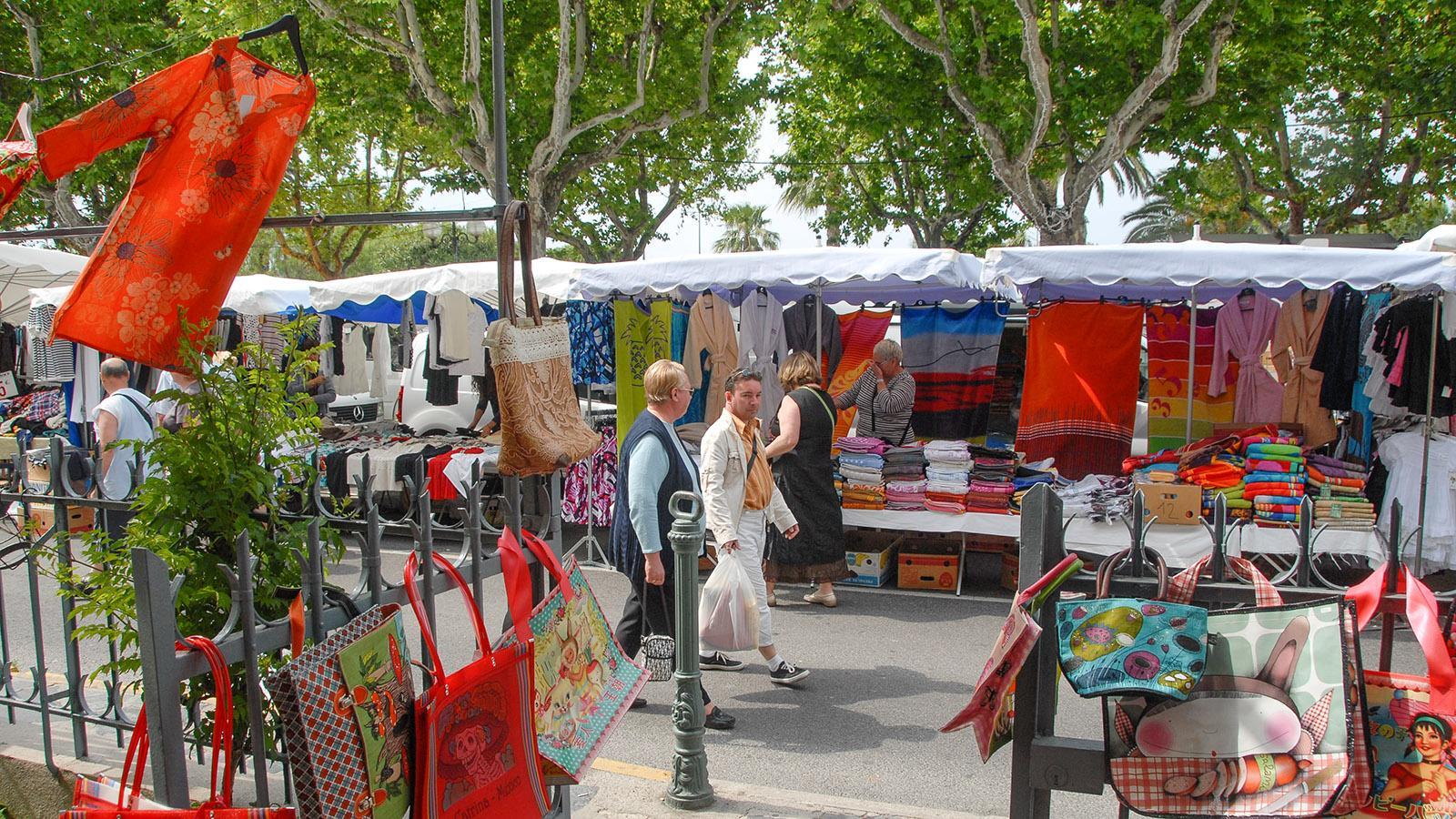 Der Alleenmarkt von Sanary-sur-Mer. Foto: Hilke Maunder