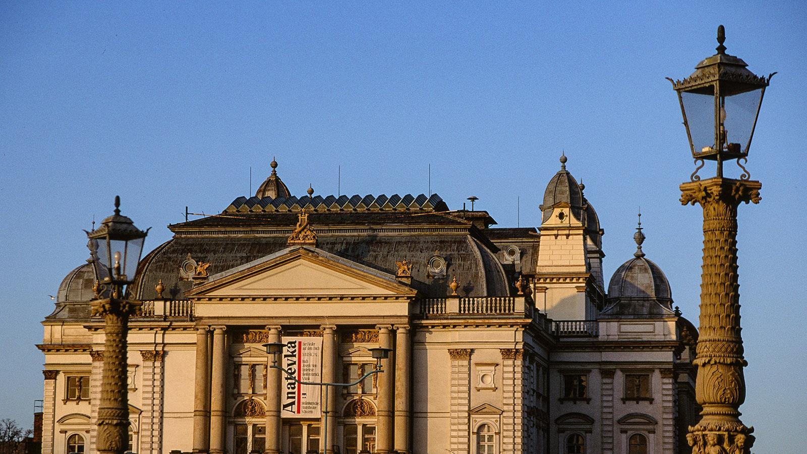Schwerin: Blick auf das Staatstheater im Winter. Foto: Hilke Maunder