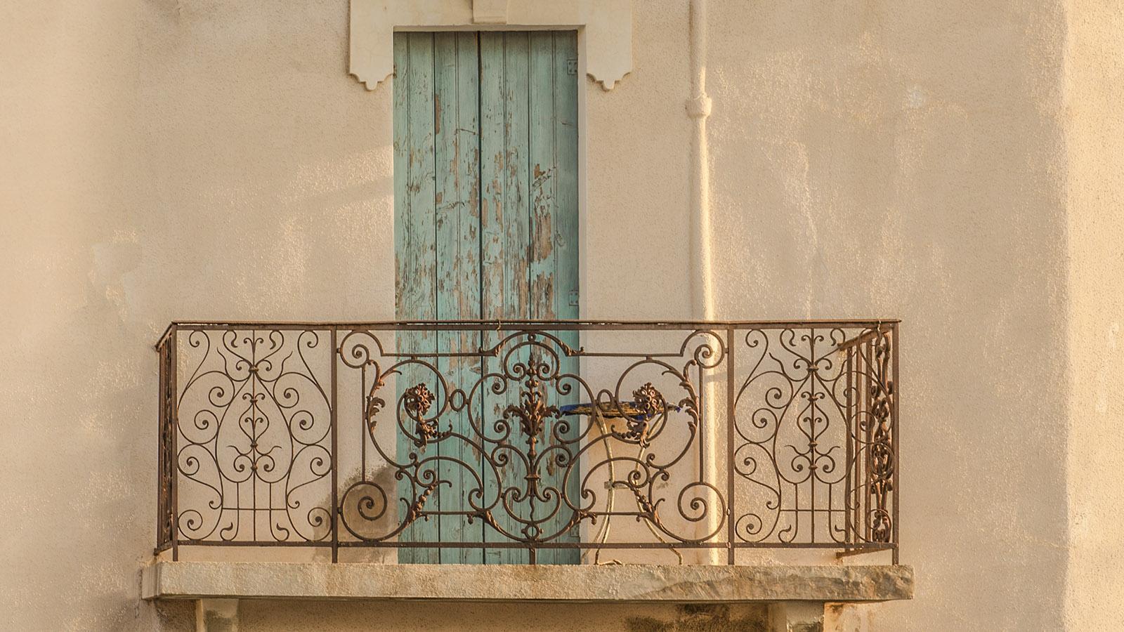 Banyuls: Balkon in der Altstadt. Foto: Hilke Maunder
