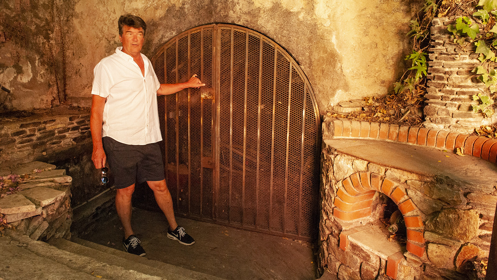 Banyuls: Versteckt hinter Oleanderbüschen: das einstige Weinlager der Winzerfamilie Parcé. Foto: Hilke Maunder