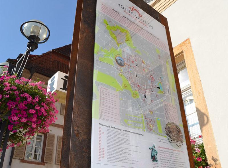 Landau: Im Stadtbereich stellen Infopunkte die Route Vauban vor. Foto: Stadt Landau in der Pfalz