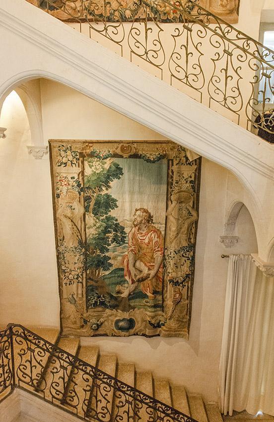 Château de Flaugergues: Flämische Wandteppiche schmücken die Prunktreppe