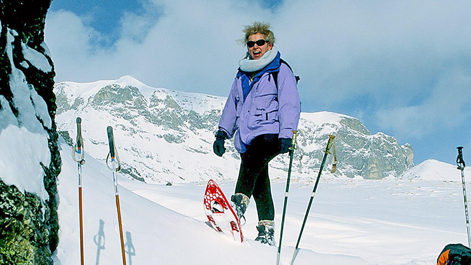 Auch Nathalie Morel ist mit Schneeschuhen unterwegs in der Cirque de Gavarnie. Foot. Hilke Maunder