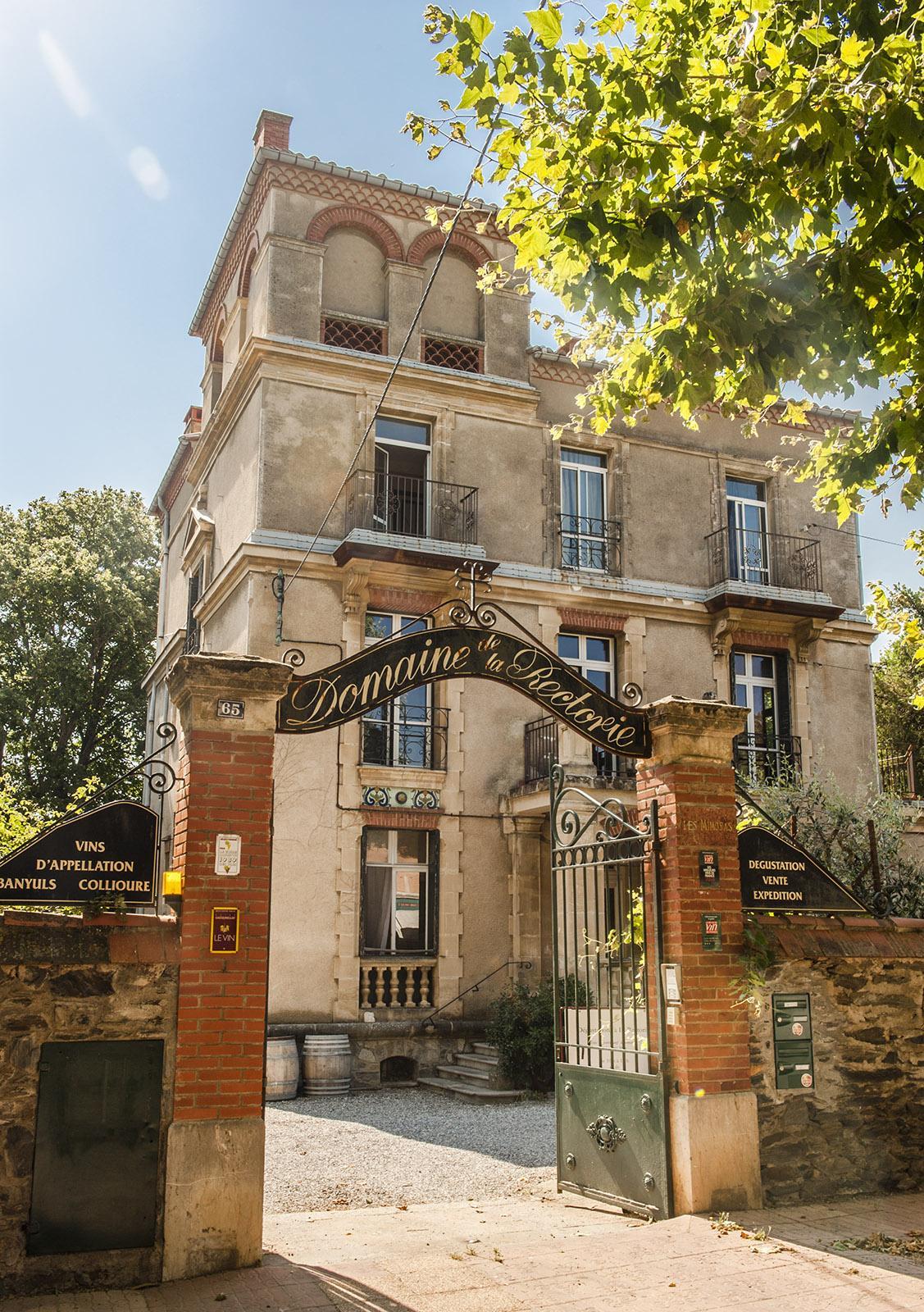 Côte Vermeille, Banyuls: Die Villa der Domaine de la Rectorie birgt im Innern eine Überraschung: eine Fotoausstellung! Foto: Hilke Maunder