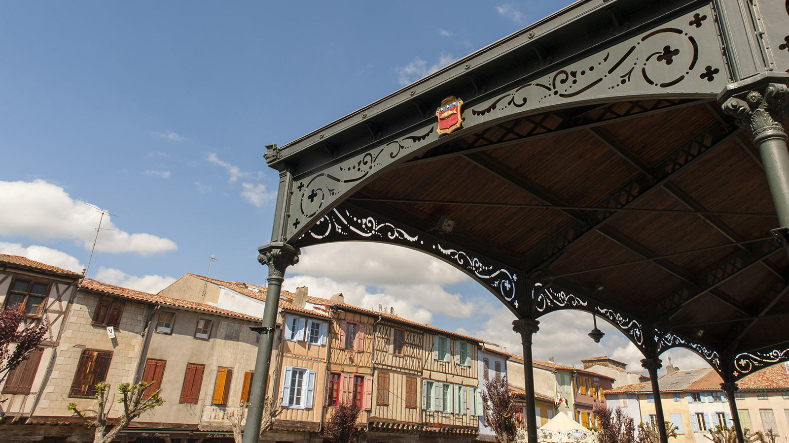 Der Hauptplatz von Mirepoix im Herzen der Bastide. Foto: Hilke Maunder