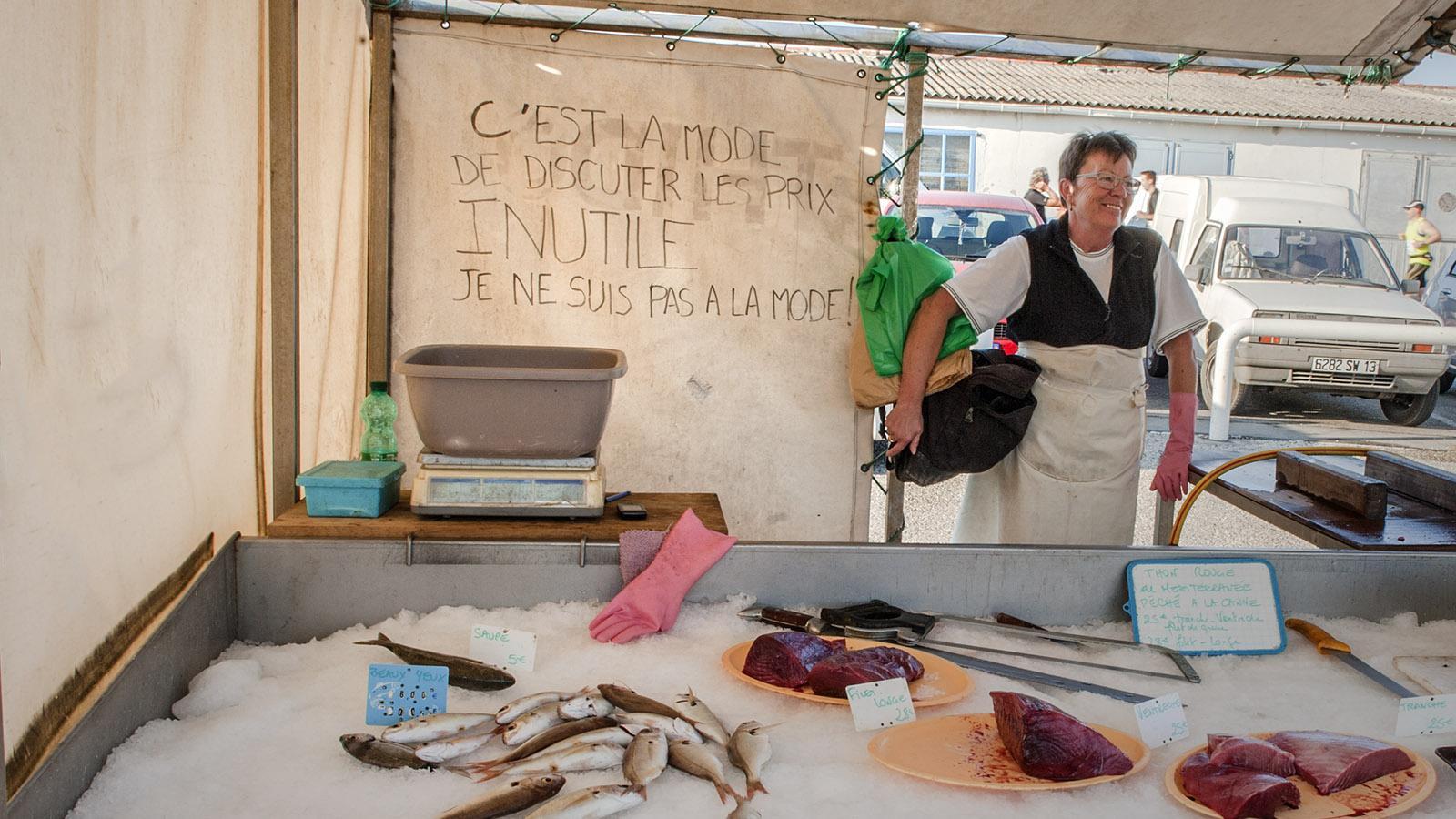 Feilschen? Das mag diese Fischerkäuferin aus Carro überhaupt nicht! Foto: Hilke Maunder