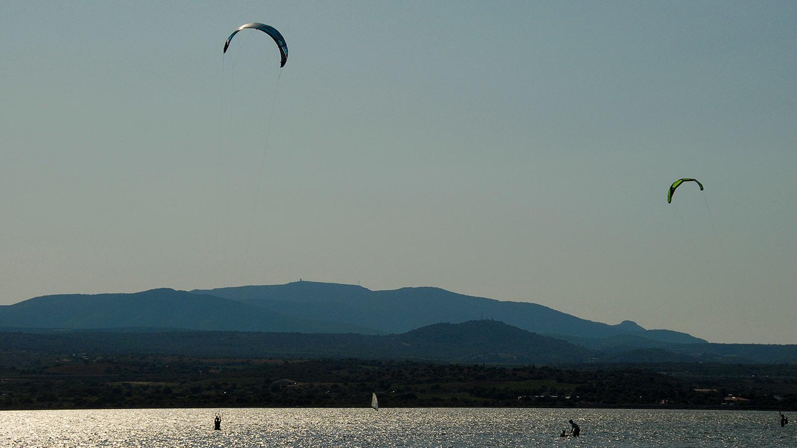 Alle Wetter! Spielplatz der Surfer und Kite-Surfer: der Étang de Leucate. Foto: Hilke Maunder