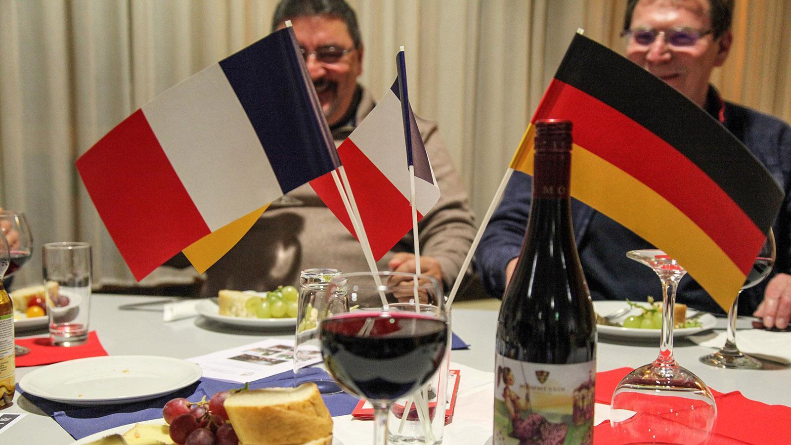 Geselligkeit und Genuss beim Rotwein-Käse-Abend. Foto: DFG Budenheim.