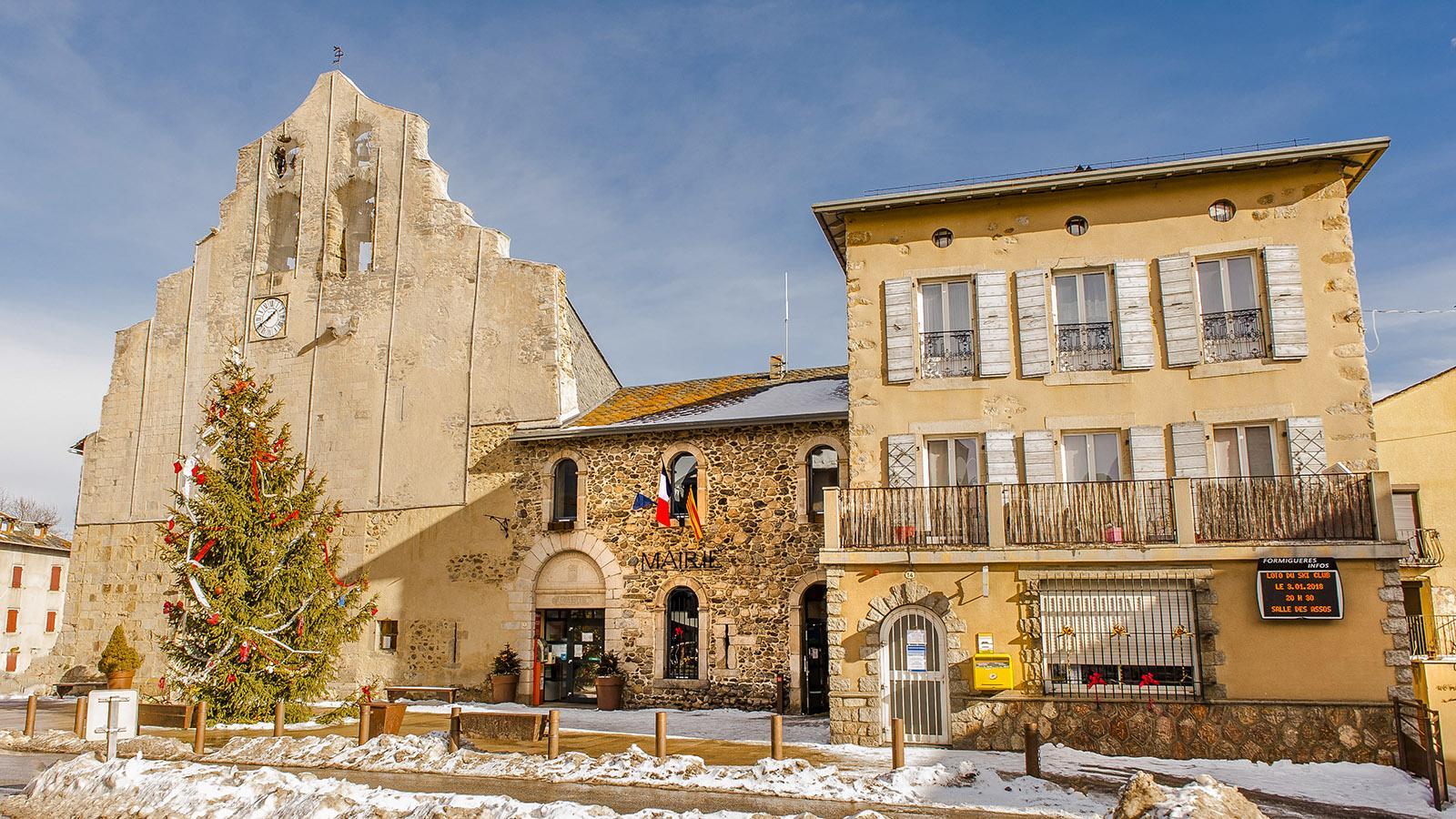 Pyrénées-Orientales: das Ortszentrum von Formiguères auf dem Hochplateau Capcir. Foto: Hilke Maunder