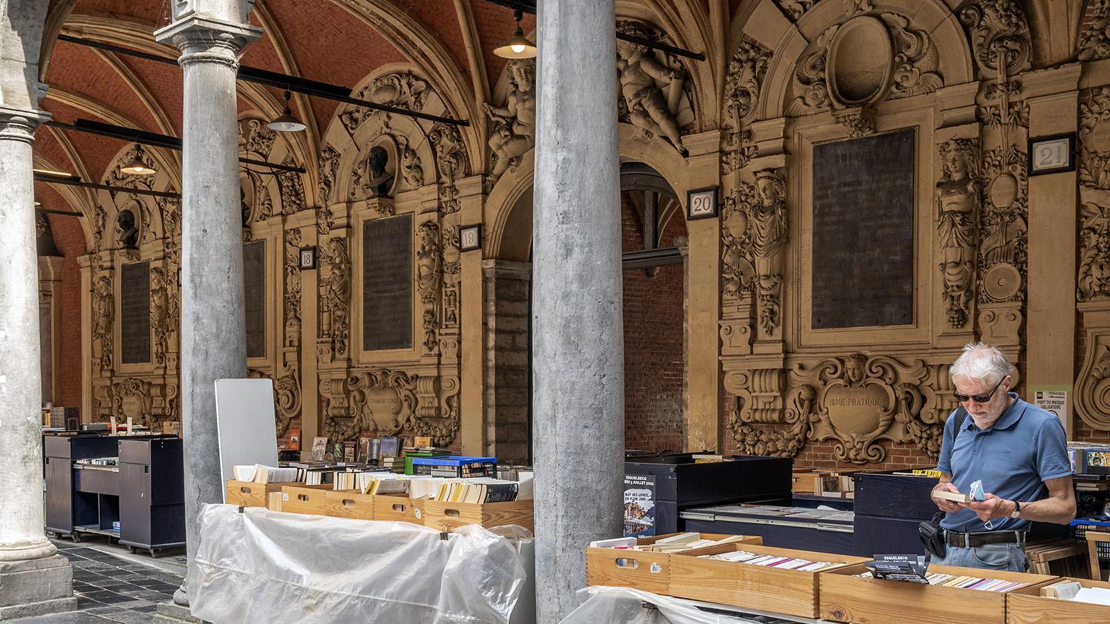 Lille: In der alten Börse verkaufen Händler Bibliophiles. Foto: Hilke Maunder