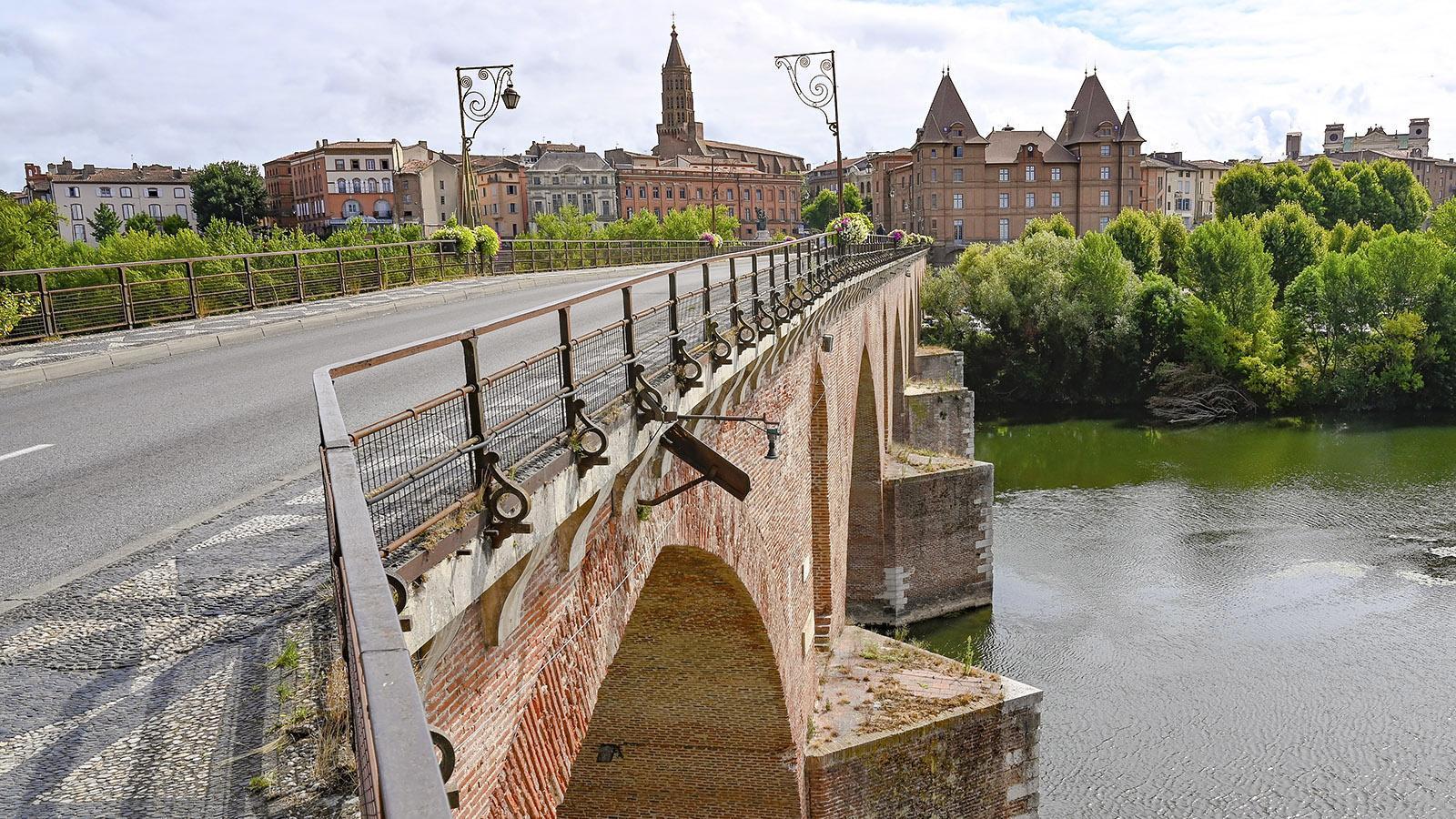 Die alte Brücke über den Tarn von Montauban. Foto: Hilke Maunder