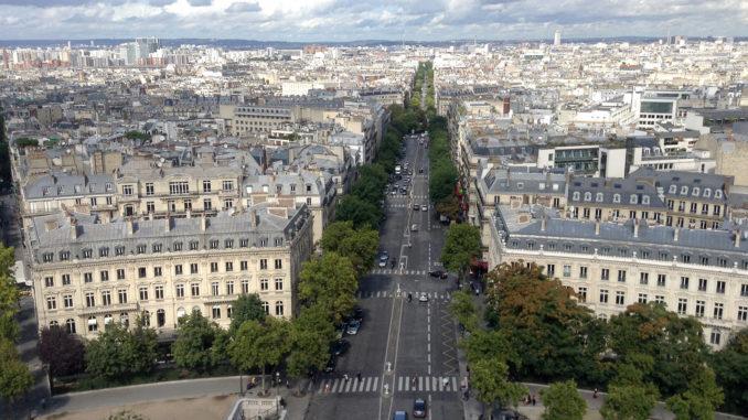 Blick vom Arc de Triomphe auf die Champs-Élysées. Foto: Hilke Maunder