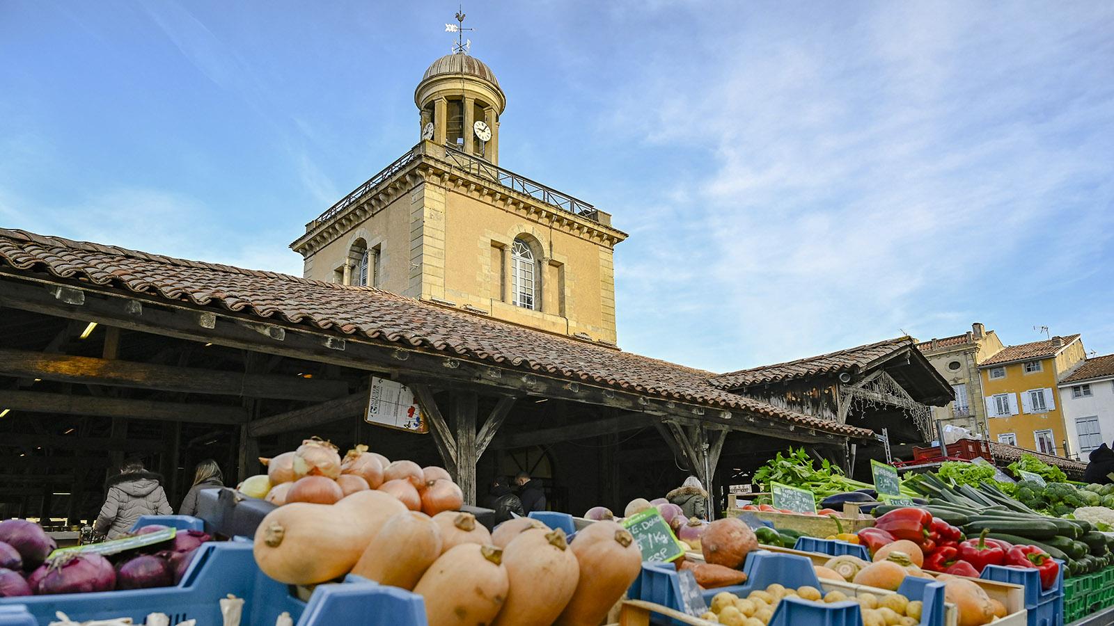 Jeden Sonnabend ist Marktzeit in der Bastide Revel. Foto: Hilke Maunder