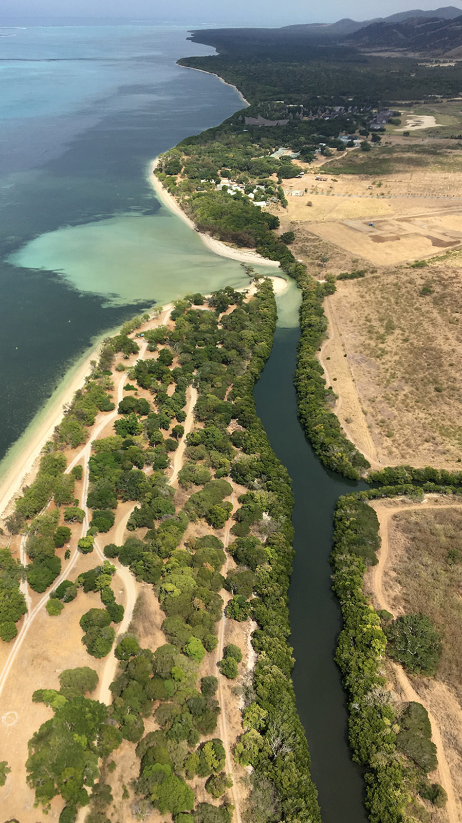 Wilde Westen: Domaine de Déva mit dem Creek Salé. Foto: Hilke Maunder