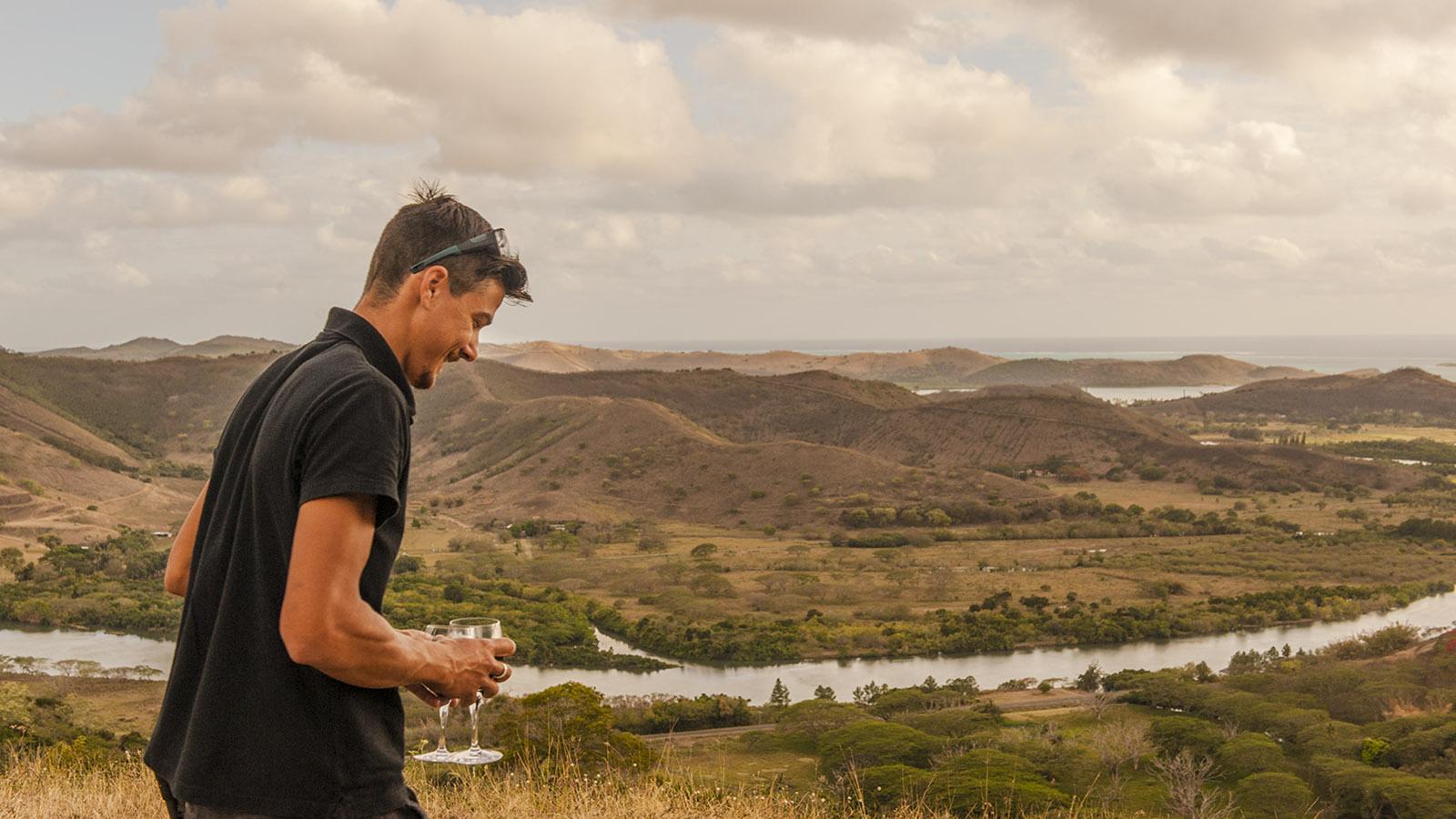 Wilde Westen: Émeric überrascht uns mit einem Apéro auf einem Aussichtshügel auf seinem Grundstück. Foto: Hilke Maunder