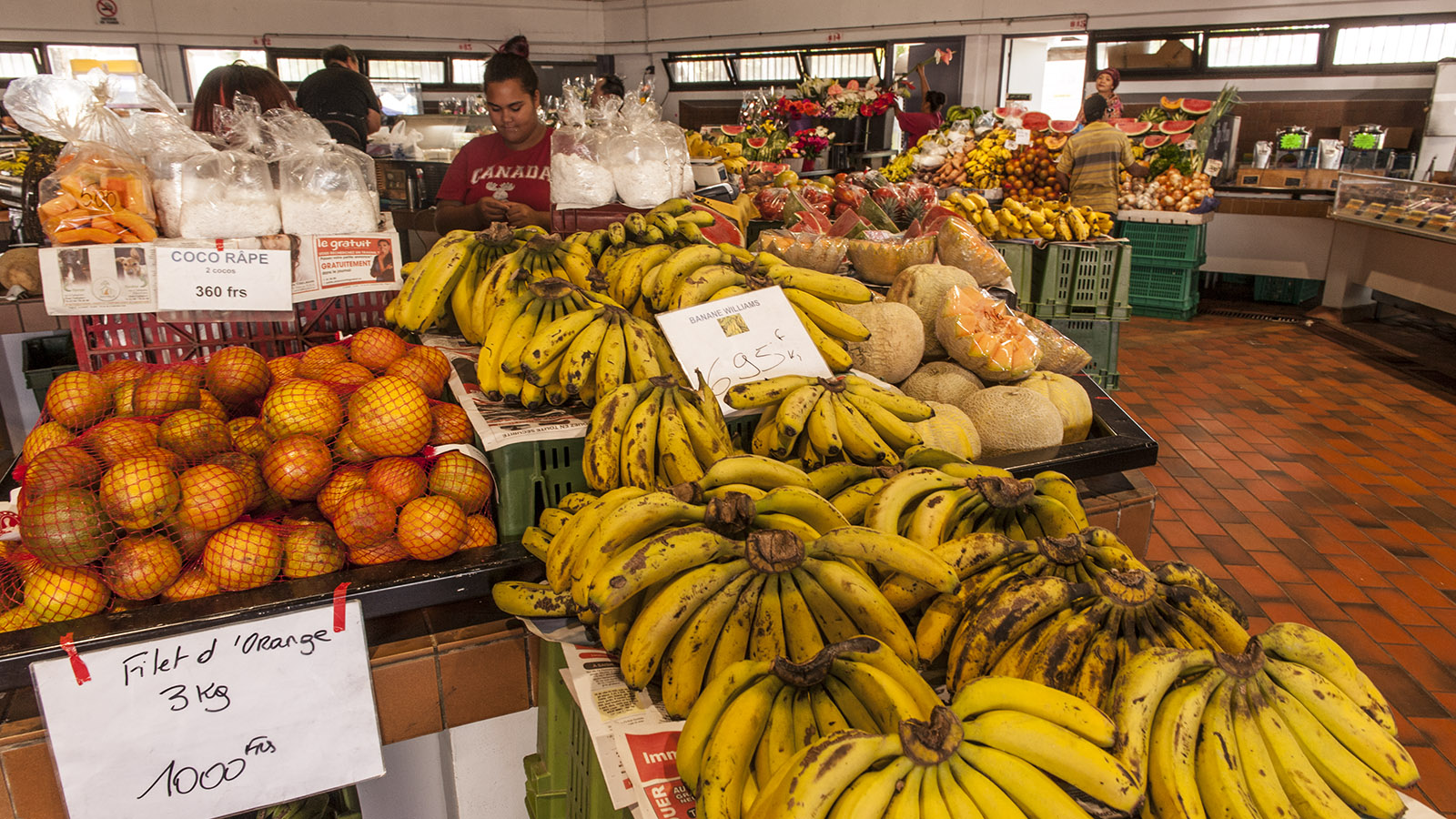 Marché de Nouméa: Bananen, Mango, Litchis und Papaya: Bei Obst gibt sich Neukaledonien ganz tropisch.