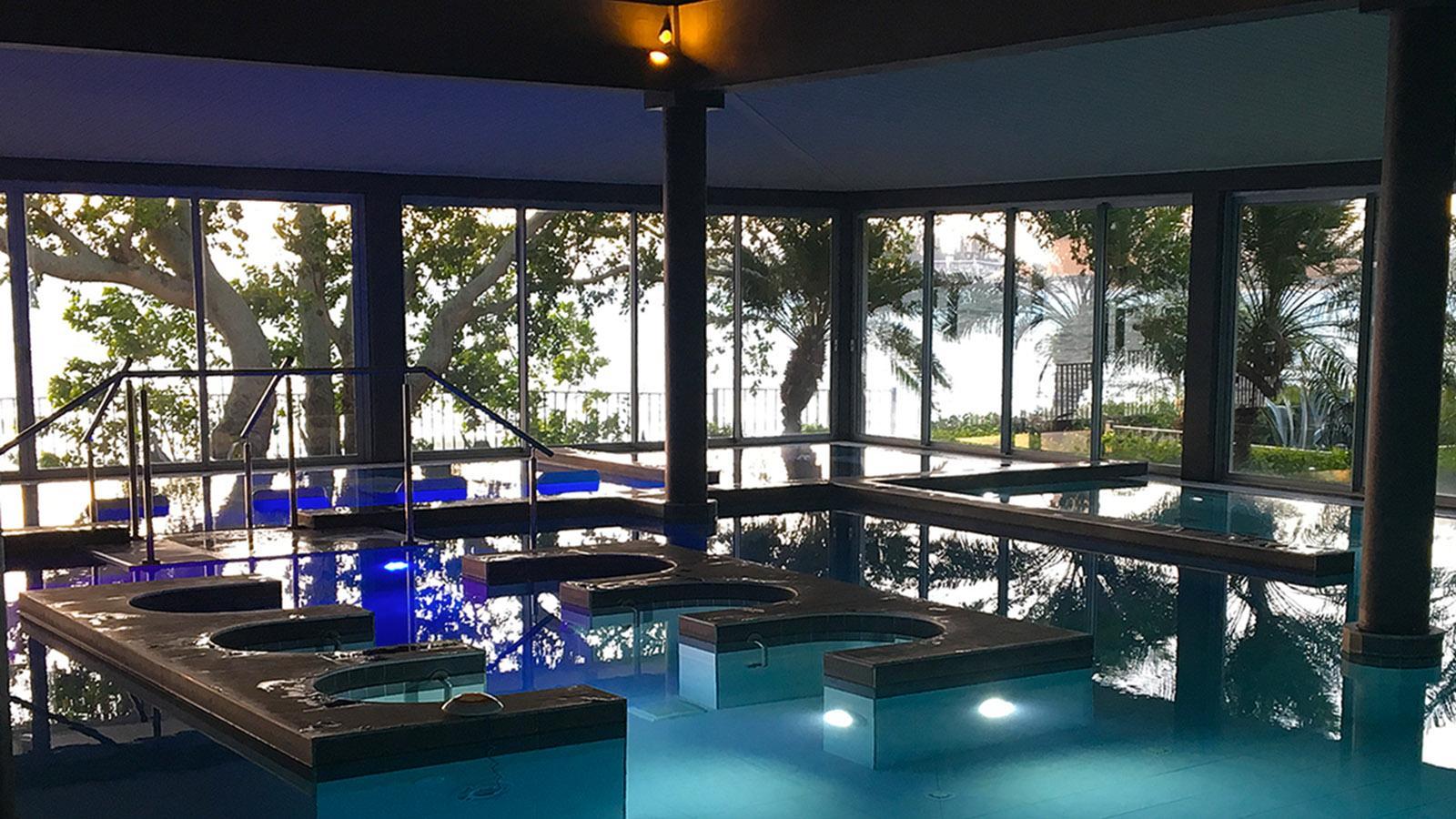 Luxus an der Anse Vata: Château Royal: Pool des Spa. Foto: Hilke Maunder