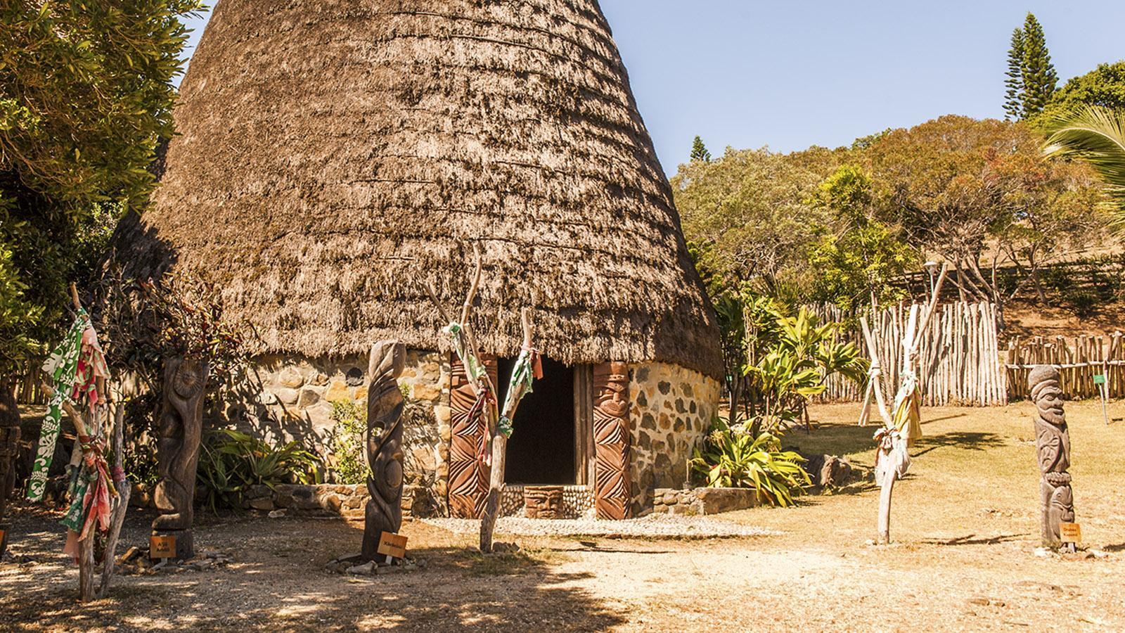 "Nouméa: Die ""case"" des Häuptlings im Tjibaou-Kulturzentrum, Foto: Hilke Maunder"