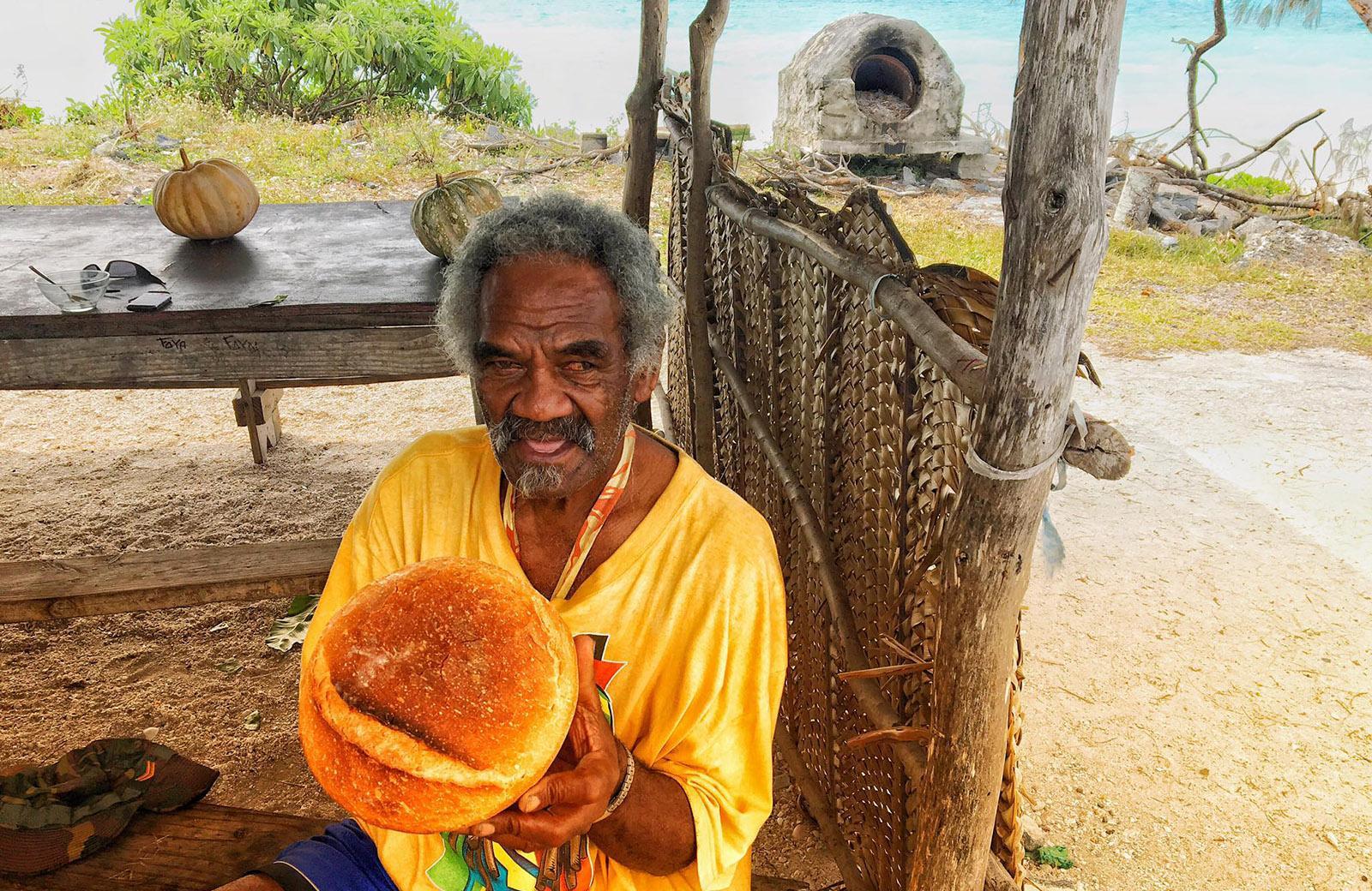 Ouvéa: Handwerk statt Hightech: Die Brote des Bäckers aus der Inselhauptstadt sind köstlich! Foto: Hilke Maunder