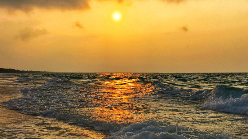 Sonnenuntergang am Strand von Mouli auf Ouvéa. Foto: Hilke Maunder