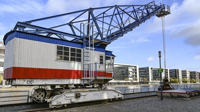 Duisburg: alter Hafenkran am Innenhafen. Foto: Hilke Maunder