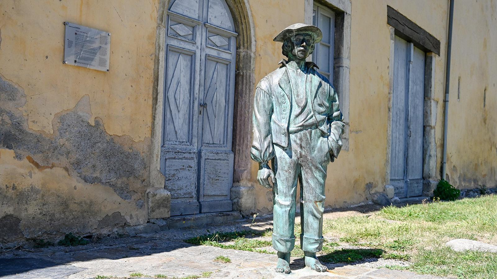 dekoratives Element dient.Titel F_Arreau_cagot_1_credits_Hilke Maunder Beschriftung Die Skulptur eines cagots in Originalgröße weist den Weg zum kleinen Musée des Cagots in Arreau. Foto: Hilke Maunder Beschreibung Datei-URL: