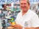 Christian Thomas von l'Association Bouchons 276 sammelte in Le Havre die Plastikverschlüsse. Foto: Hilke Maunder