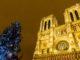 Weihnachten in Paris: Auch vor Notre-Dame erhebt sich ein bunt geschmückter Weihnachtsbaum. Foto: Hilke Maunder
