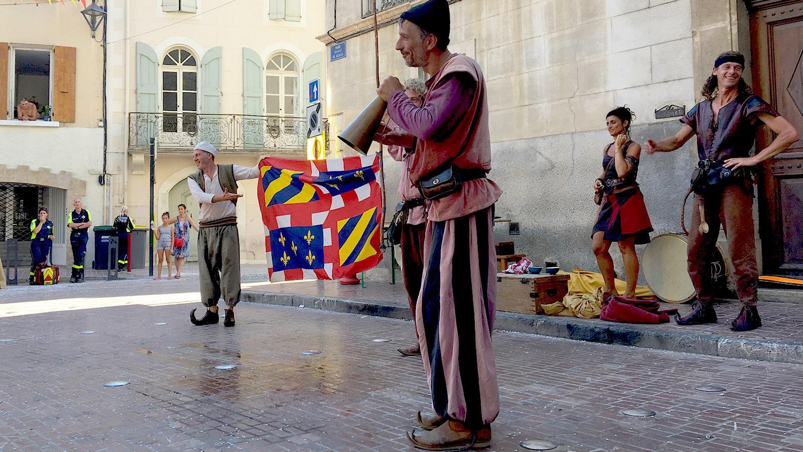 Straßenmusik, Artisten, Feuerschlucker und Akrobaktik: Auch die Unterhaltung beim Stadtfest setzt auf starke Emotionen. Foto: Hilke Maunder