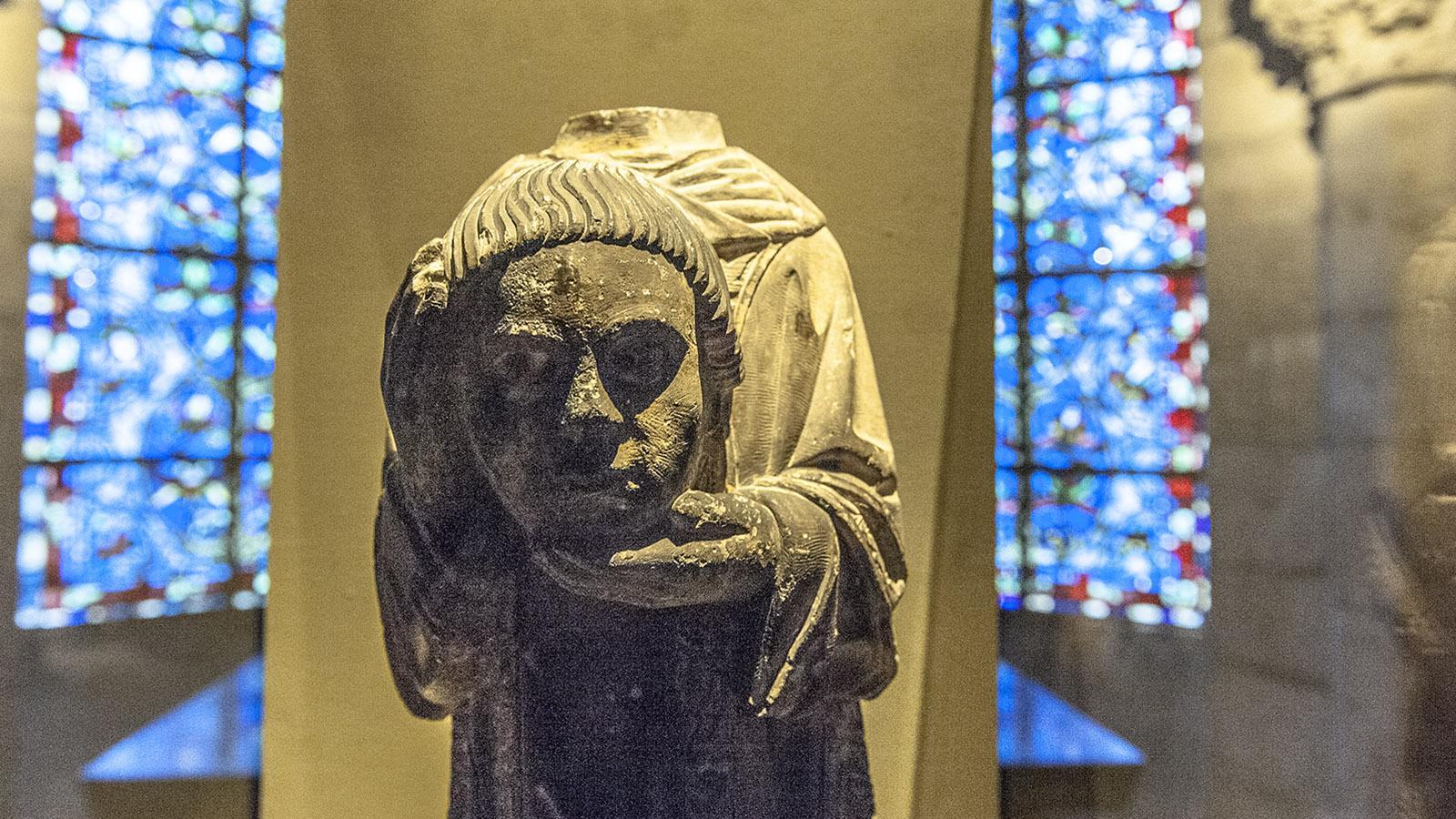 Der enthauptete Dionysios – eine Statue in der Krypta erinnert an ihn. Foto: Hilke Maunder