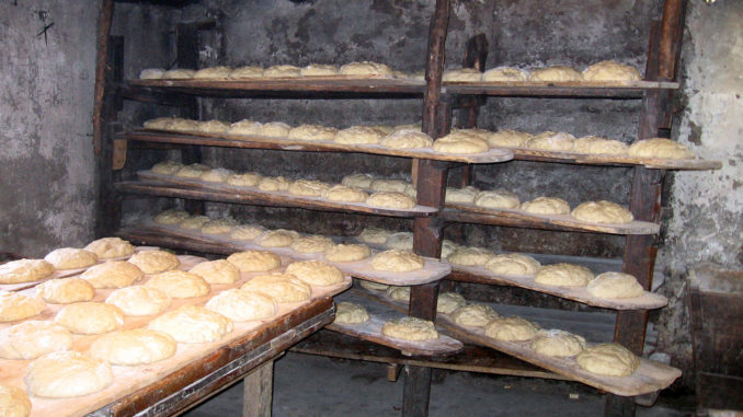 Pô Bouilli: 600 Brote wandern in den Ofen. Foto: Office de Tourisme, La Grave.