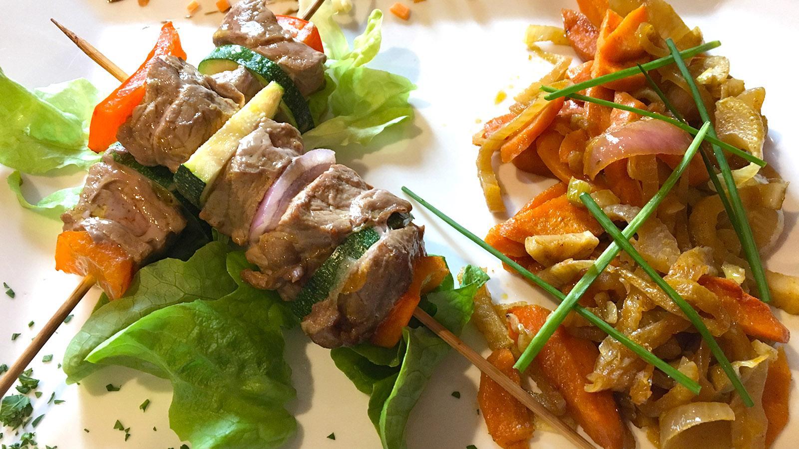 Frisch, lecker und gesund: die Bavette mit Provence-Gemüse im Jardin des Lilas von Gréoux. Foto: Hilke Maunder