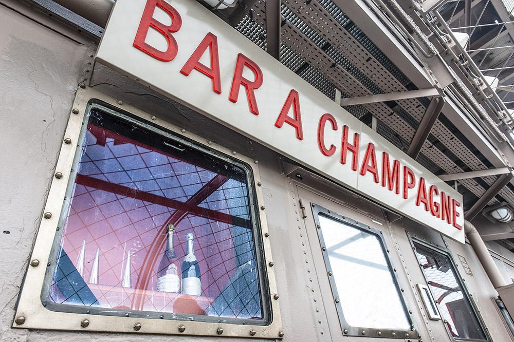 Eiffelturm (Tour Eiffel): Die Champagnerbar auf der dritten Etage. Foto: Hilke Maunder