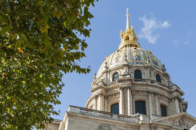 Die Kuppel des Invalidendom schmückt Blattgold aus Deutschland. Schwalbach. Foto: Hilke Maunder