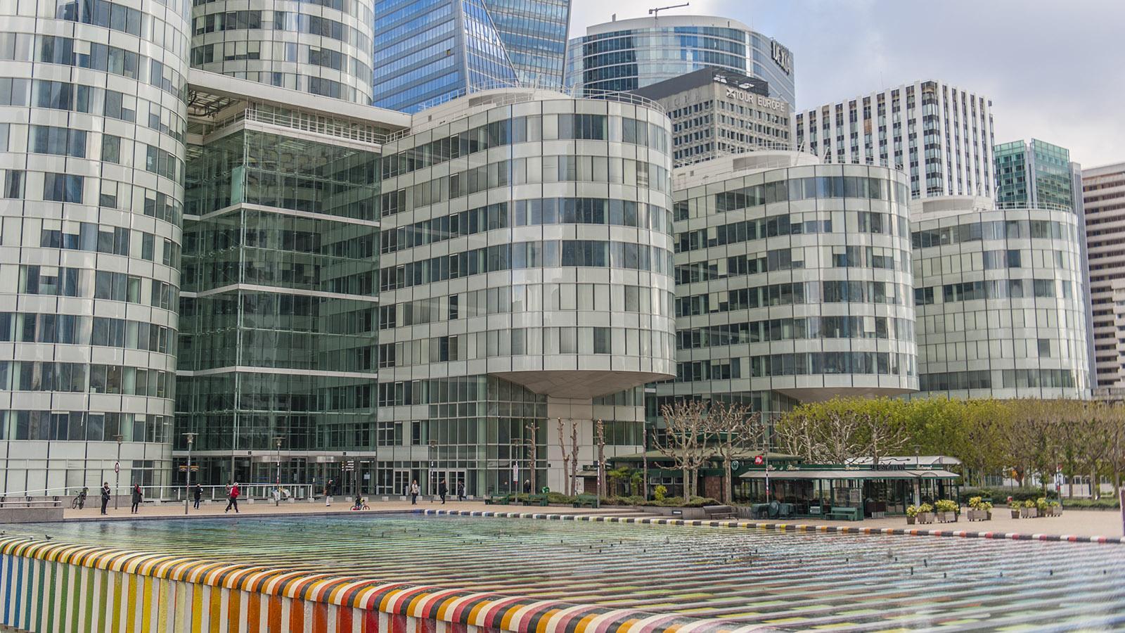 Der monumentale AGAM-Brunnen von La Défense. Foto: Hilke Maunder