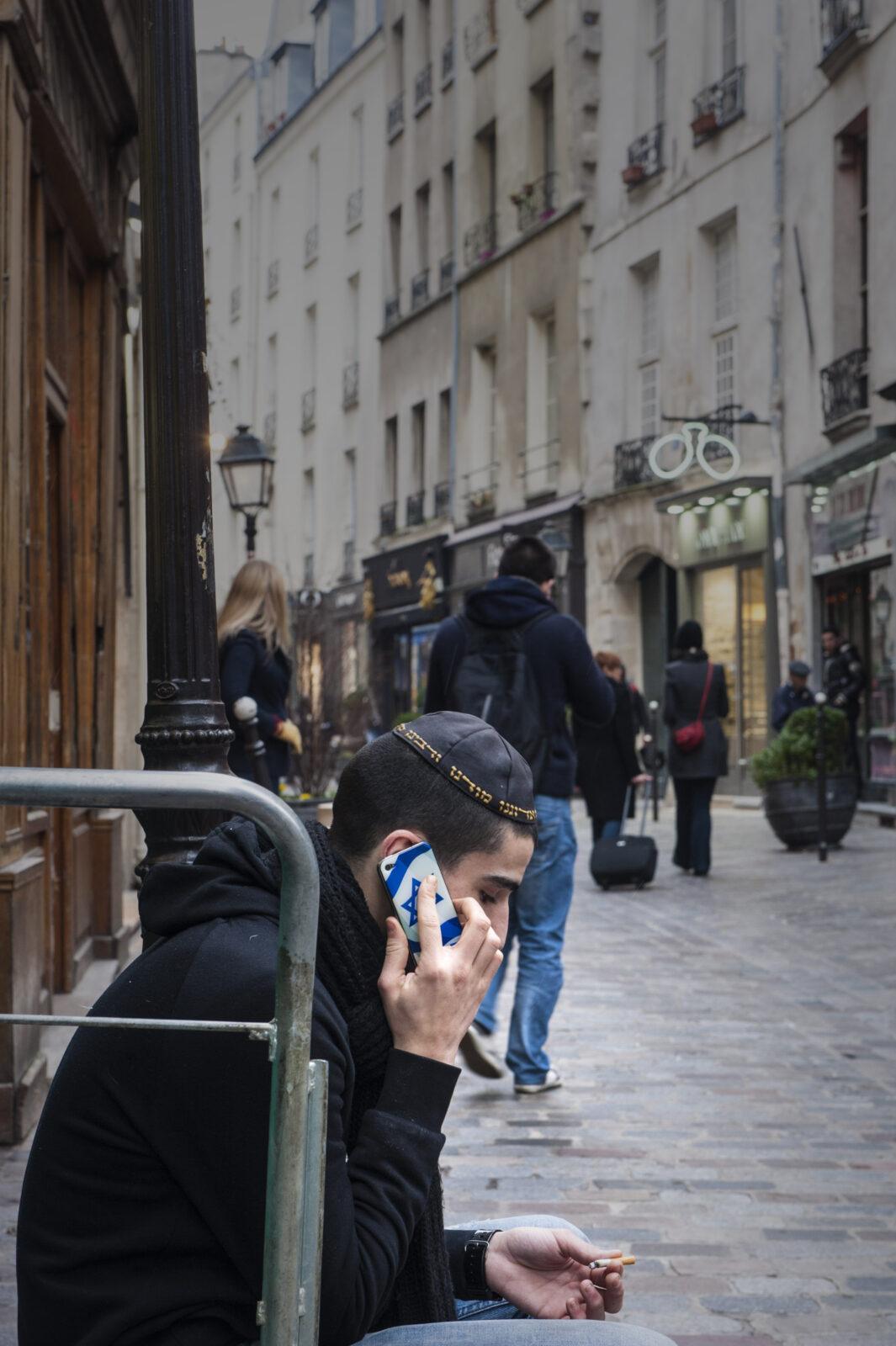 Jüdisches Leben prägt das Straßenbild der Rue des Rosiers im Marais von Paris. Foto: Hilke Maunder