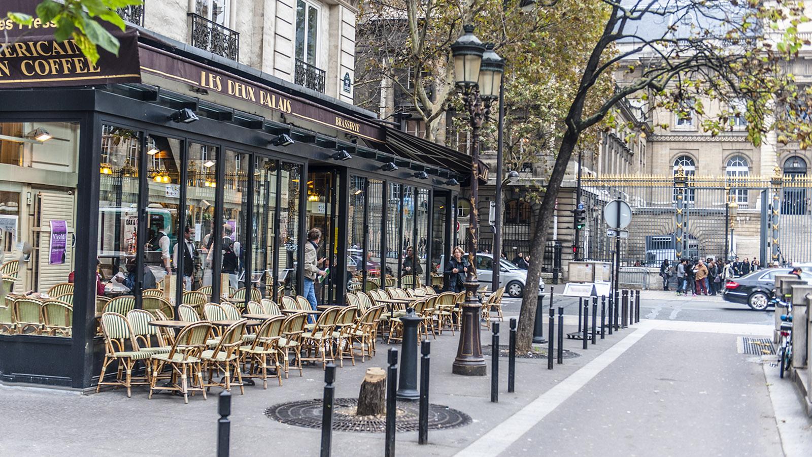 Pariser Café an der Métro der Île de la Cité. Foto: Hilke Maunder