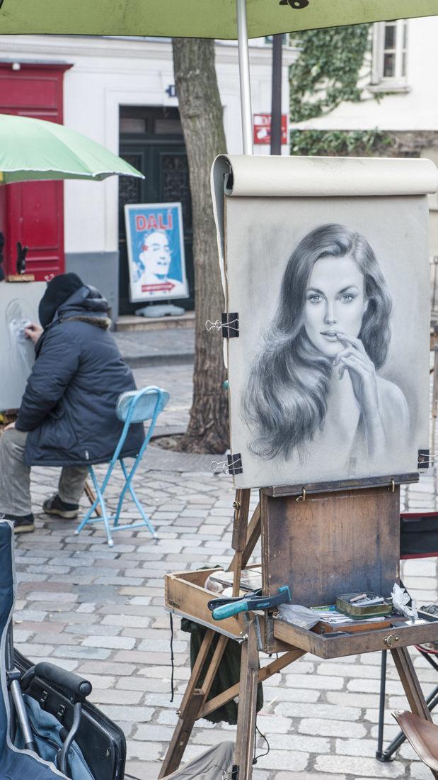 Mythos Montmatre: die Place du Tertre mit ihren Portraitisten. Foto: Hilke Maunder