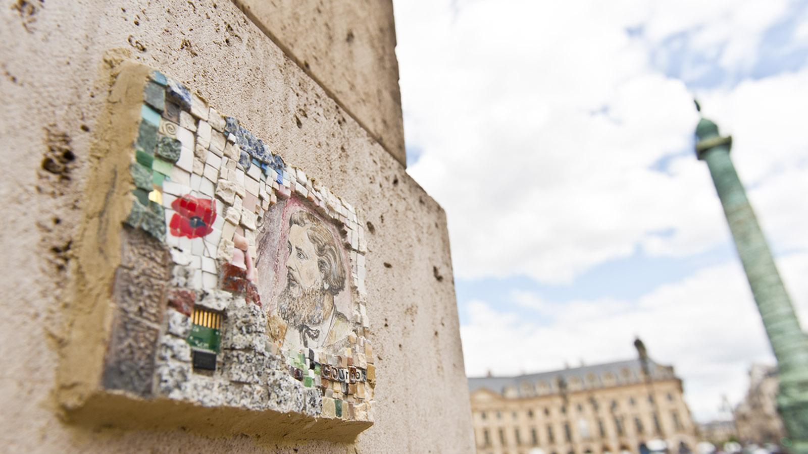 Auf einer Fassade an der Place Vendôme: eine kleine Erinnerung an Chopin. Foto: Hilke Maunder