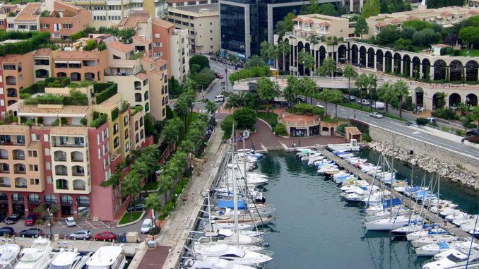 Monaco: Blick vom Palais du Prince auf den Port de Fontvieille. Foto: Hilke Maunder